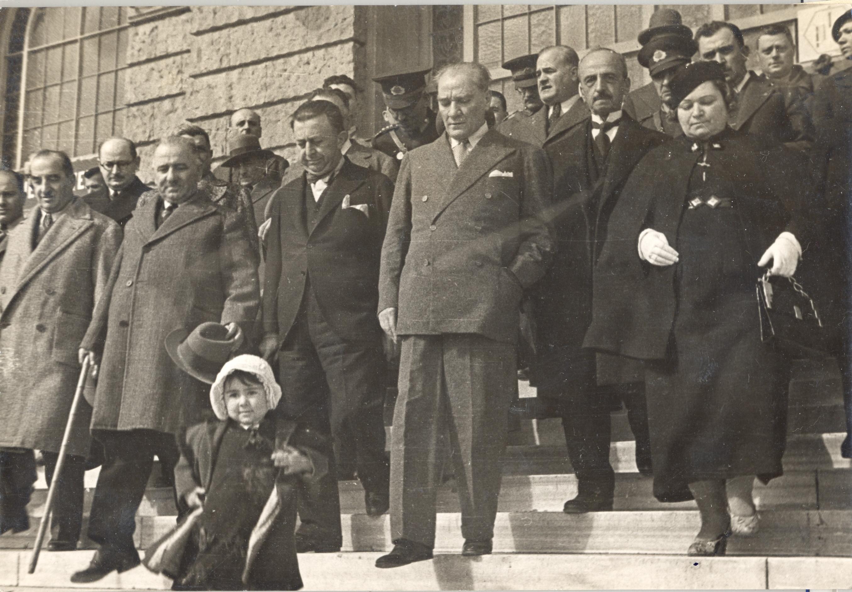 [Resim: Atatürk-ve-Çocuklar-3.jpg]