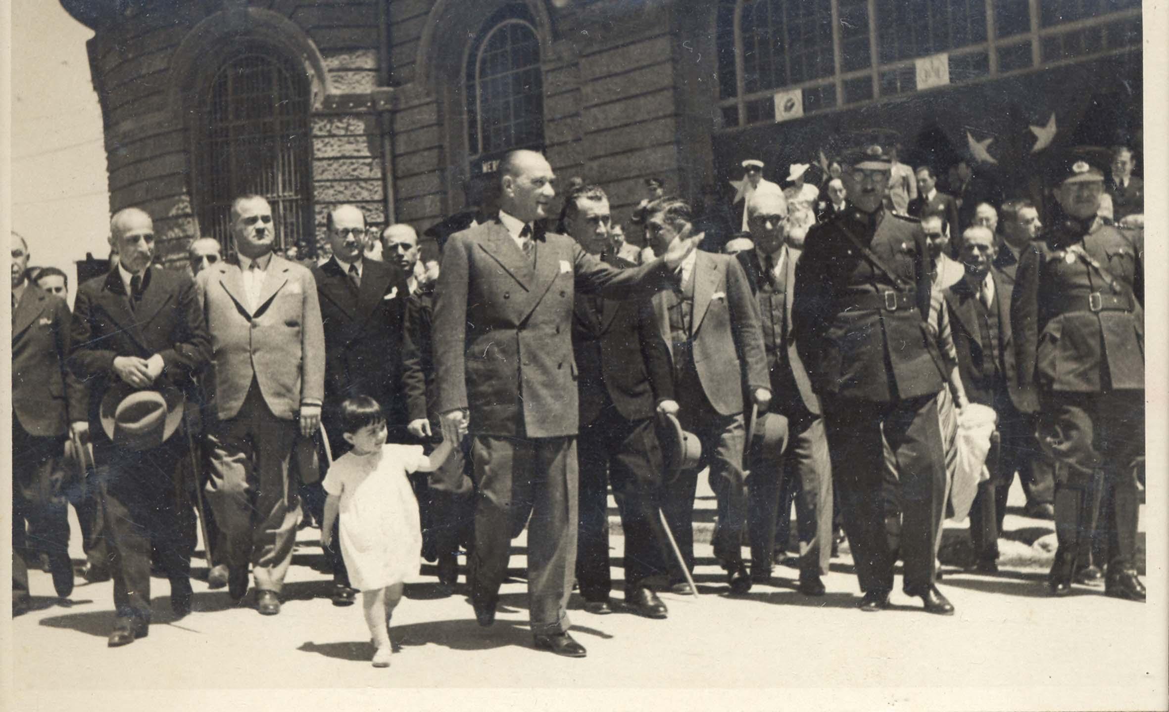 [Resim: Atatürk-ve-Çocuklar-4.jpg]
