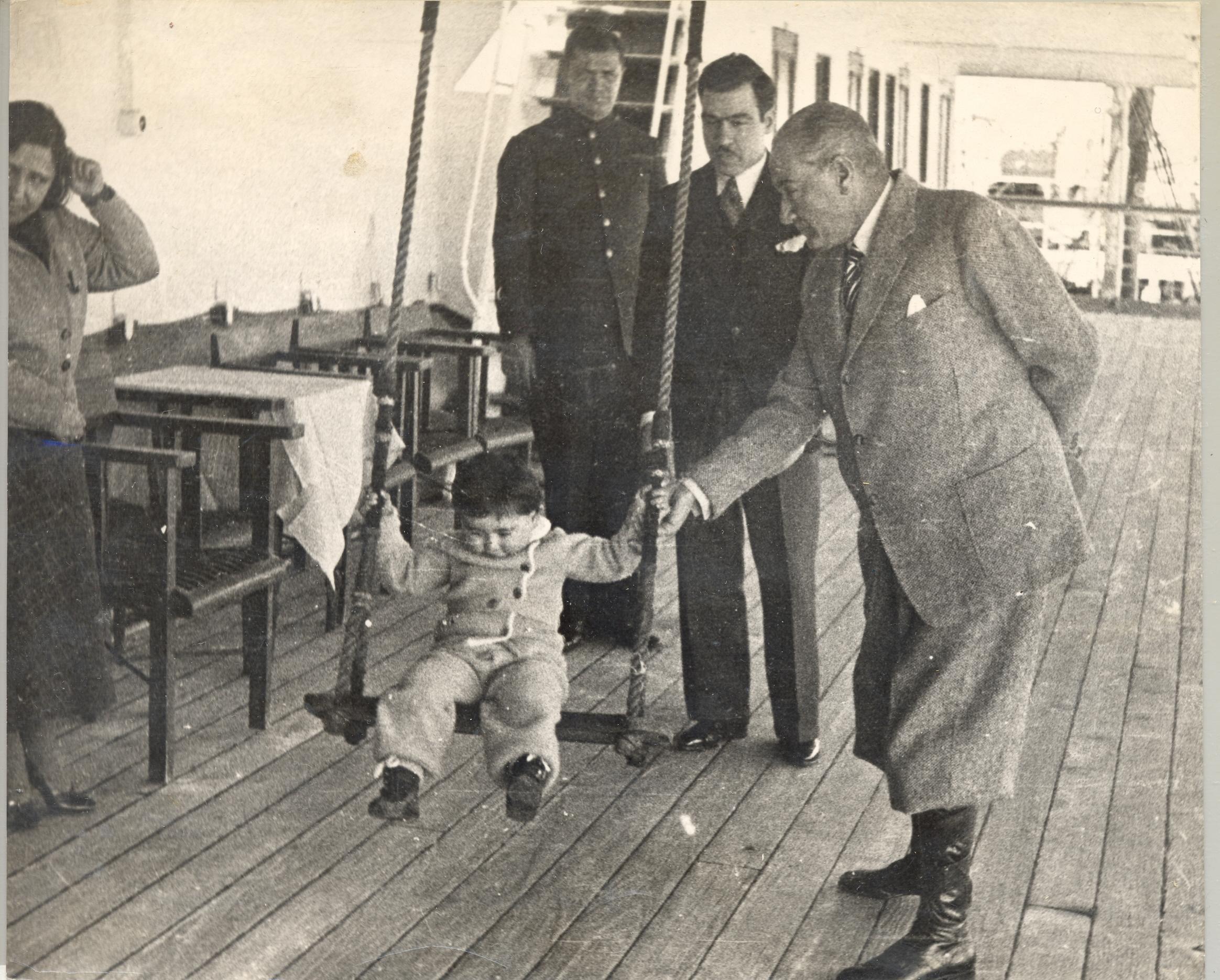 [Resim: Atatürk-ve-Çocuklar-6.jpg]
