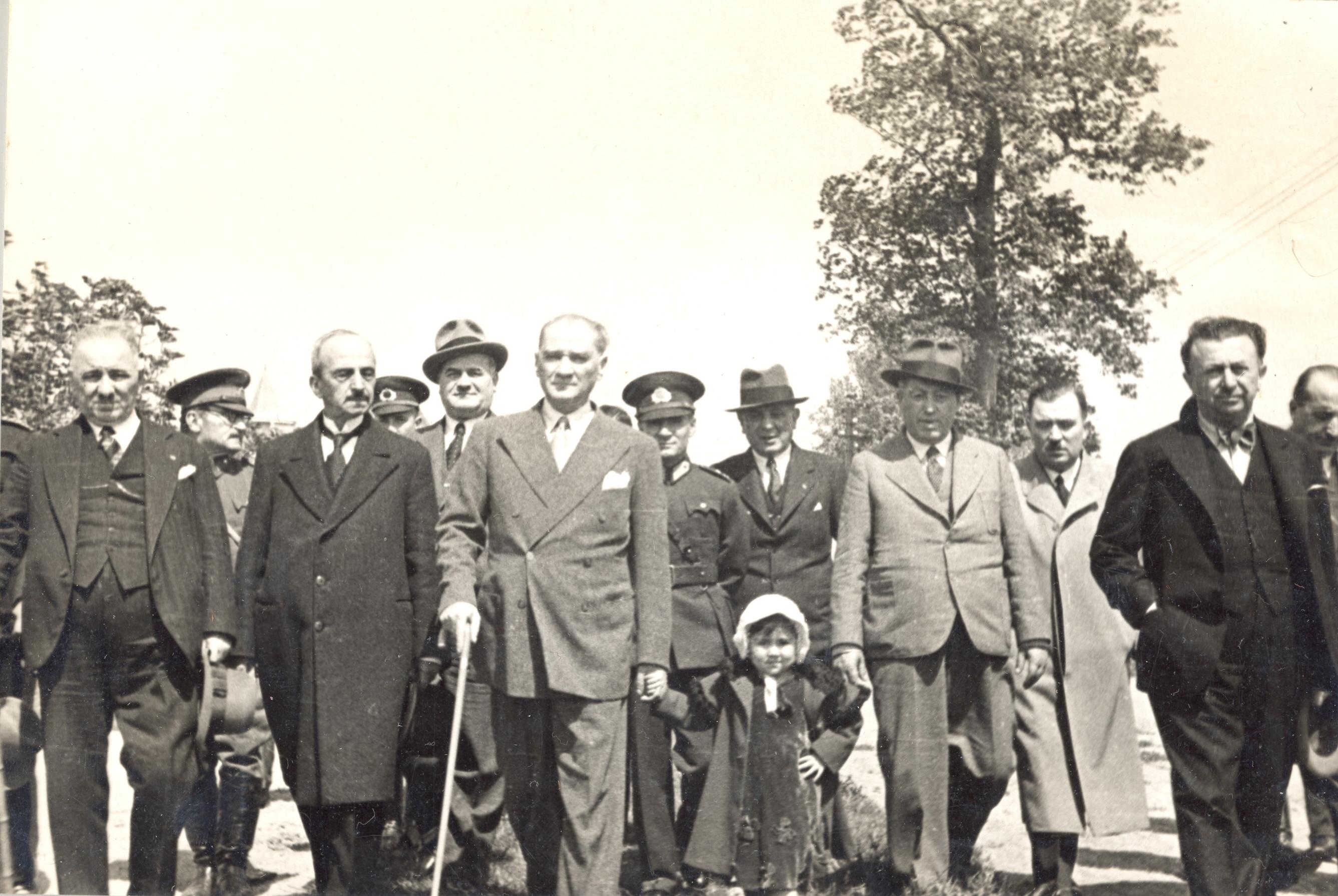 [Resim: Atatürk-ve-Çocuklar-7.jpg]