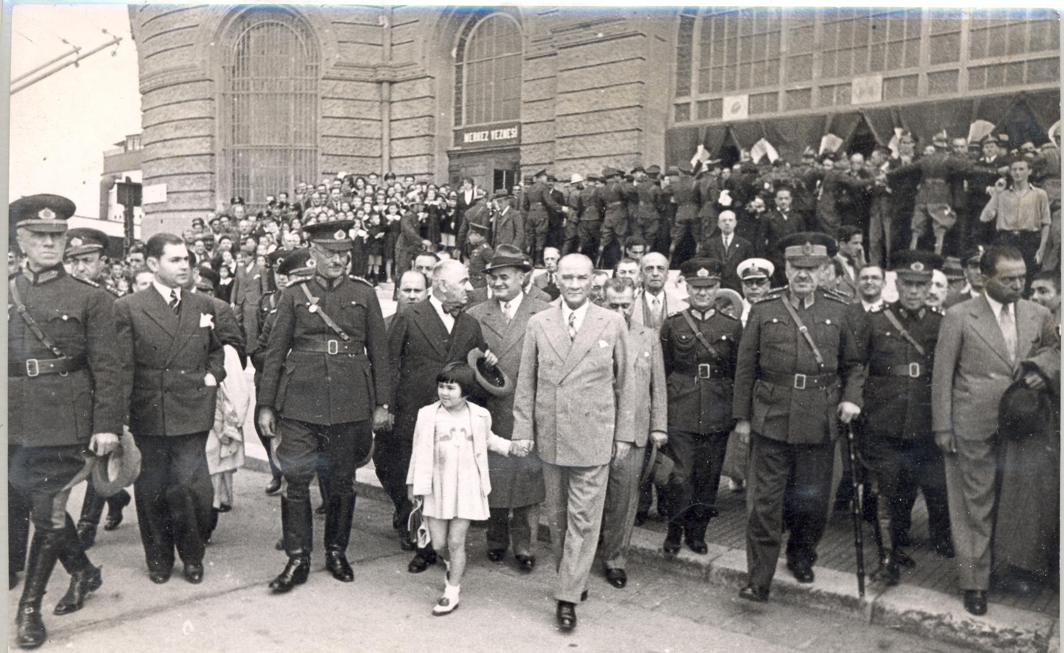 [Resim: Atatürk-ve-Çocuklar-8.jpg]