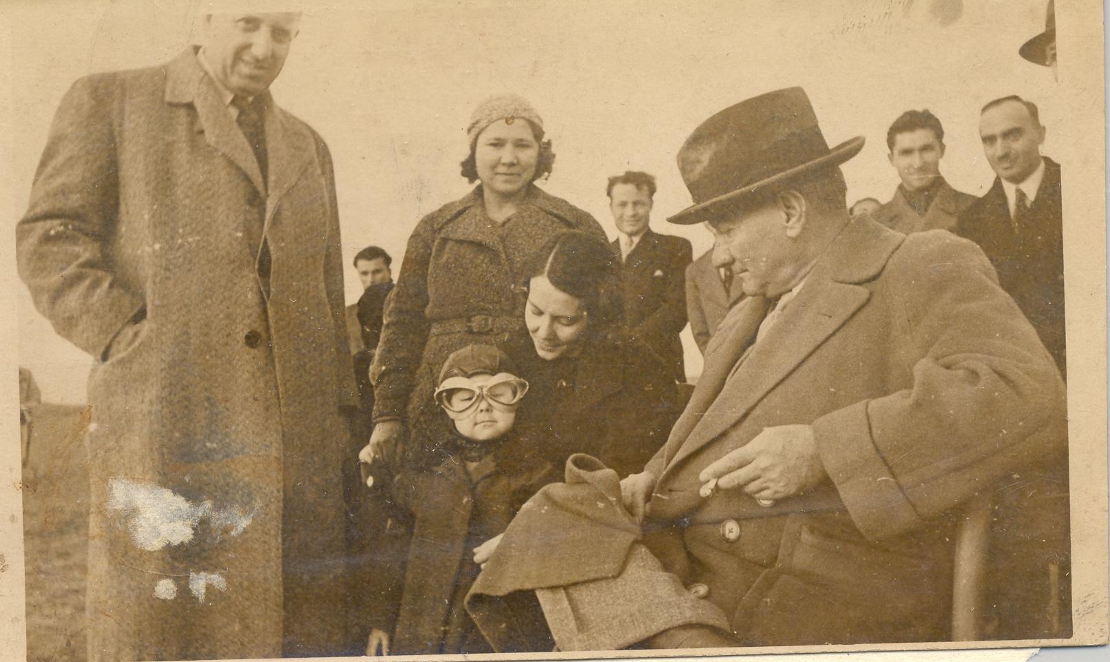 [Resim: Atatürk-ve-Çocuklar-9.jpg]