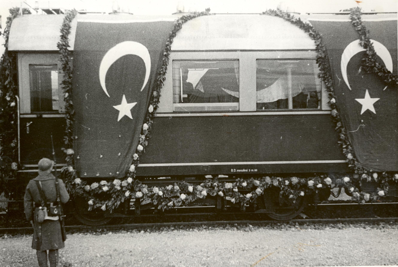 Atatürk'ün Vefatı Dolmabahçe - Sarayburnu - İzmit 13